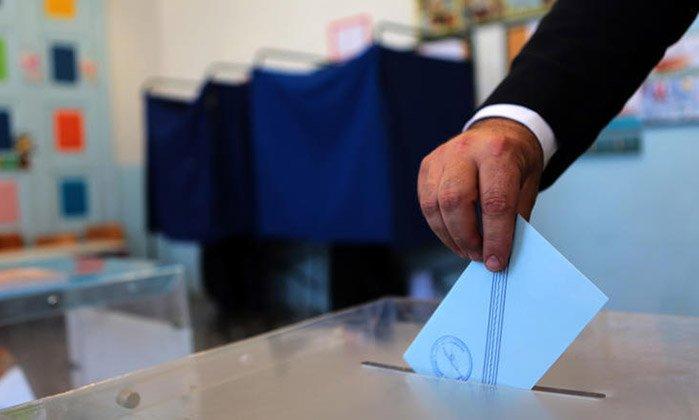 Δημοσκόπηση: Πώς κρίνουν οι πολίτες τον ανασχηματισμό – Τι λένε για τις πρόωρες εκλογές