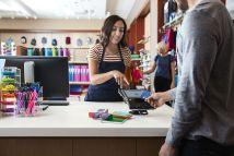 Visa: Eνα δισεκατομμύριο ανέπαφες πληρωμές χωρίς την εισαγωγή PIN