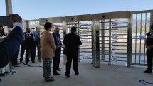 Εγκαινιάστηκε η πρώτη κλειστή ελεγχόμενη δομή στην Σάμο από τον Υπουργό Μετανάστευσης