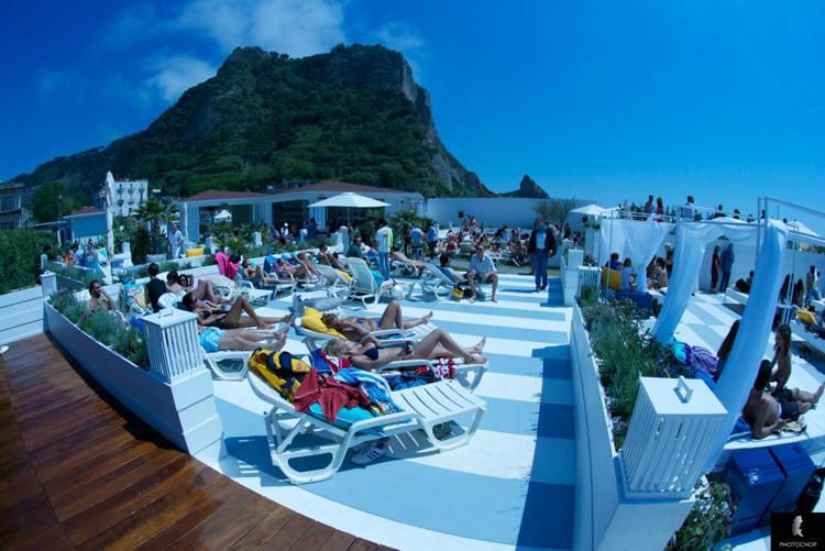 Neasy  More than Sea Lounge  Via Coroglio Napoli