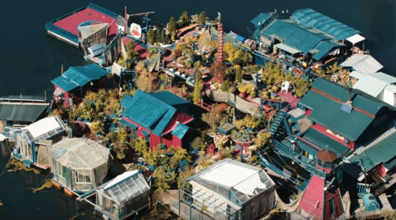 Freedom Cove-Floating Home