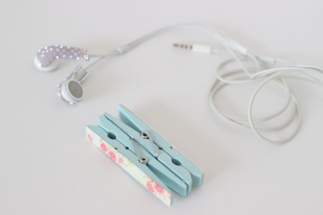 DIY Earbuds Holder | When I saw these cute shabby chic clothespins, I knew I had to create something fun with them.