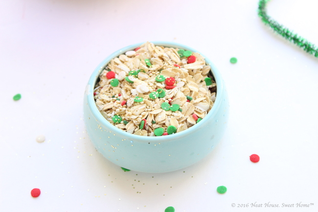 Magic reindeer food favors full tutorial and printable poem these magic reindeer food favors are easy to make and are the perfect takeaway for a forumfinder