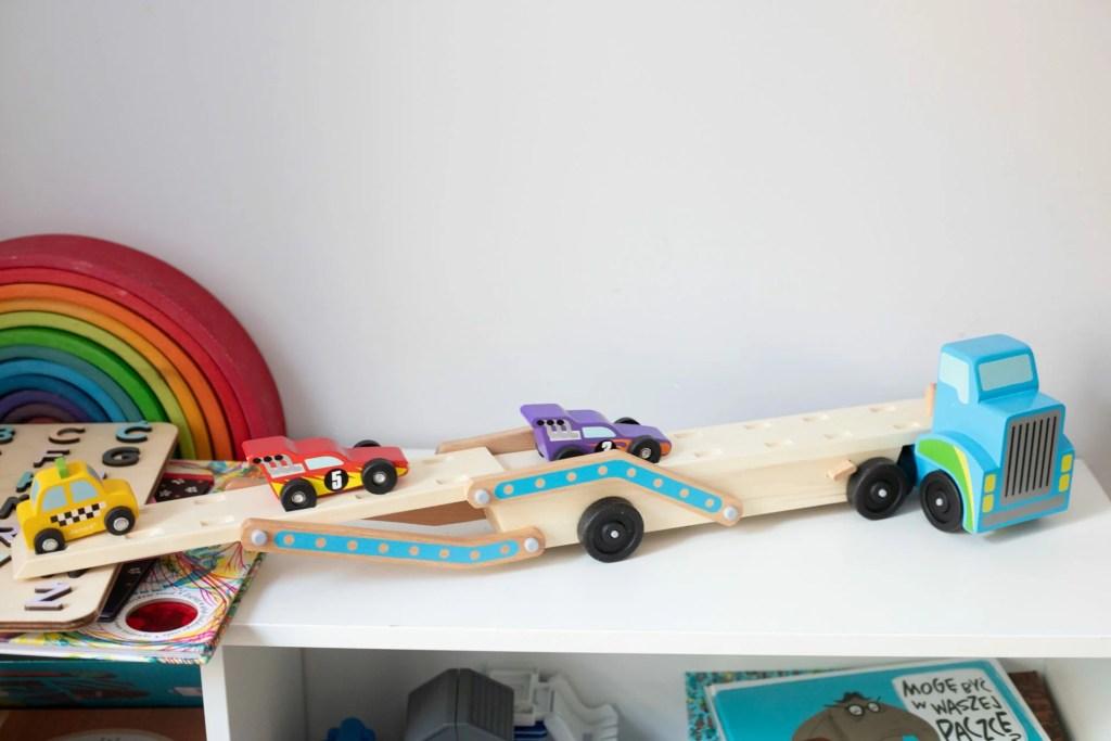 prezent dla trzylatka - laweta drewniana