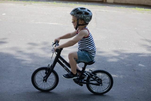 dziecko na rowerze KUbikes