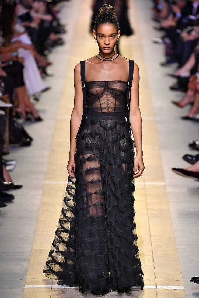 Necessaire da Diva dio-lb-ss17-030-654x980-dior Corselet a nova tendência na moda. Moda  tendências a moda moda Mcqueen dior corselet nos desfiles 2016 corselet na moda corselet