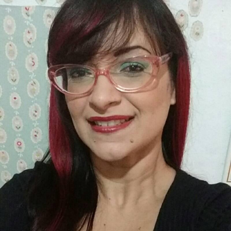 Necessaire da Diva photostudio_1500422151455 Você também pode ser atraente usando óculos de grau. Coisas de Bárbara.  Você pode ficar atraente com óculos de grau Relato de uma míope Relato Óculos me deixa feia Óculos de grau Miopia Lentes de contato Bonita com óculos Blogueira que usa óculos de grau Beth a feia Atraente