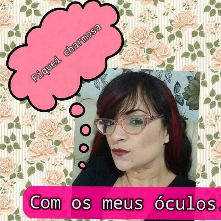 Necessaire da Diva photostudio_1500424085323 Você também pode ser atraente usando óculos de grau. Coisas de Bárbara.  Você pode ficar atraente com óculos de grau Relato de uma míope Relato Óculos me deixa feia Óculos de grau Miopia Lentes de contato Bonita com óculos Blogueira que usa óculos de grau Beth a feia Atraente