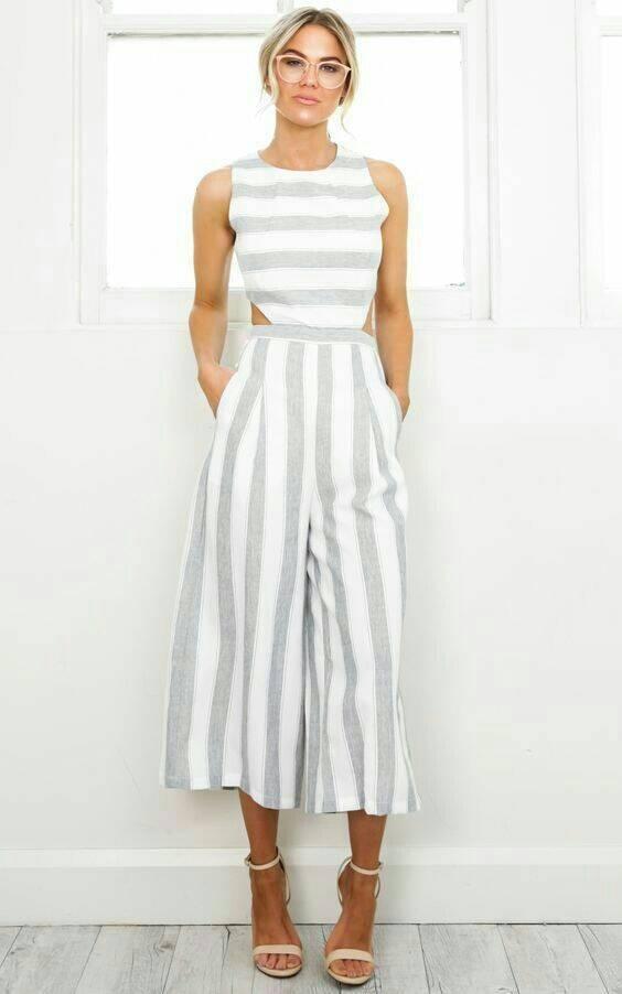 Necessaire da Diva photostudio_1512346158712 Looks divinos com listras. Moda  roupas listradas Pinterest moda Looks listras divinos com listras #fashion