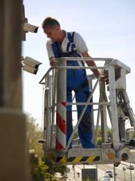 installation videoueberwachung alte feuerwache p1070130 - Überwachungskameras am Alten Messplatz werden montiert