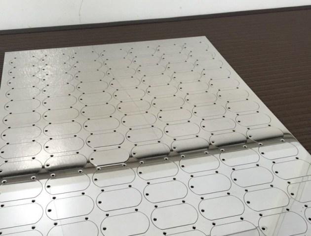 レーザー加工後のステンレス製板