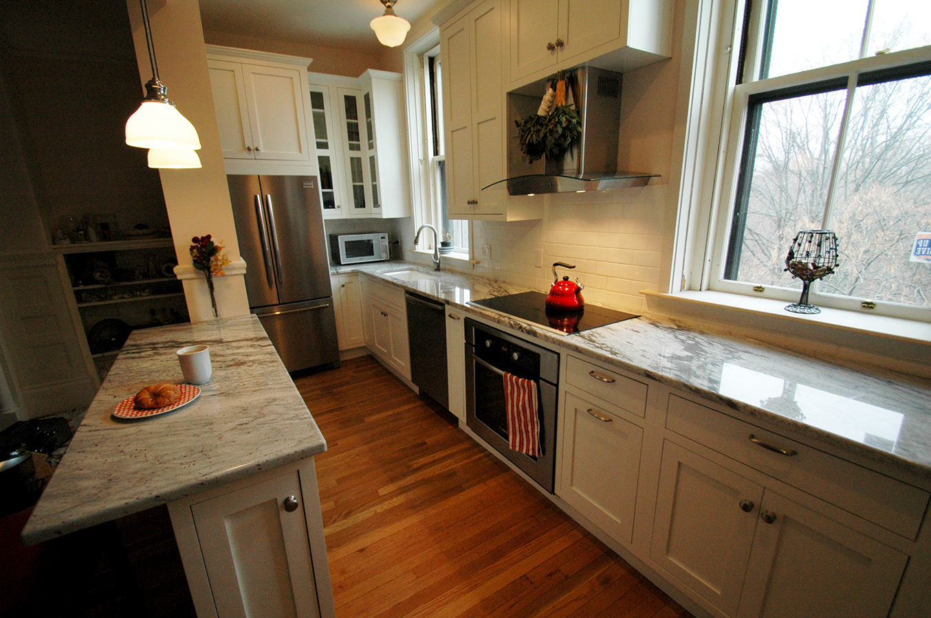 18 Photos And Inspiration Small Galley Kitchen  Lentine