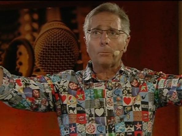 Paolo Bonolis e la sua camicia
