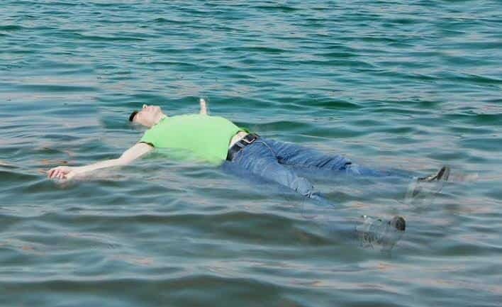 Why Dead body Floats In Water While A Living Body Sinks 2