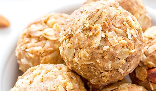 How to Make Oatmeal Energy Balls with Pumpkin and Spice