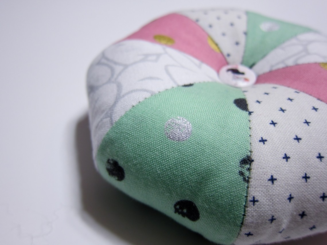 Little Pouf Pincushion