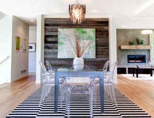 Dekorasi Rumah Berdesain Minimalis Tipe 45 dengan Kursi Transparan