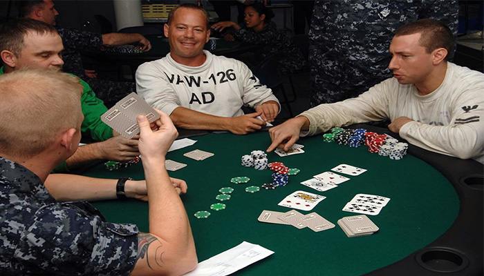 Main Poker Online Banyak Keuntungannya