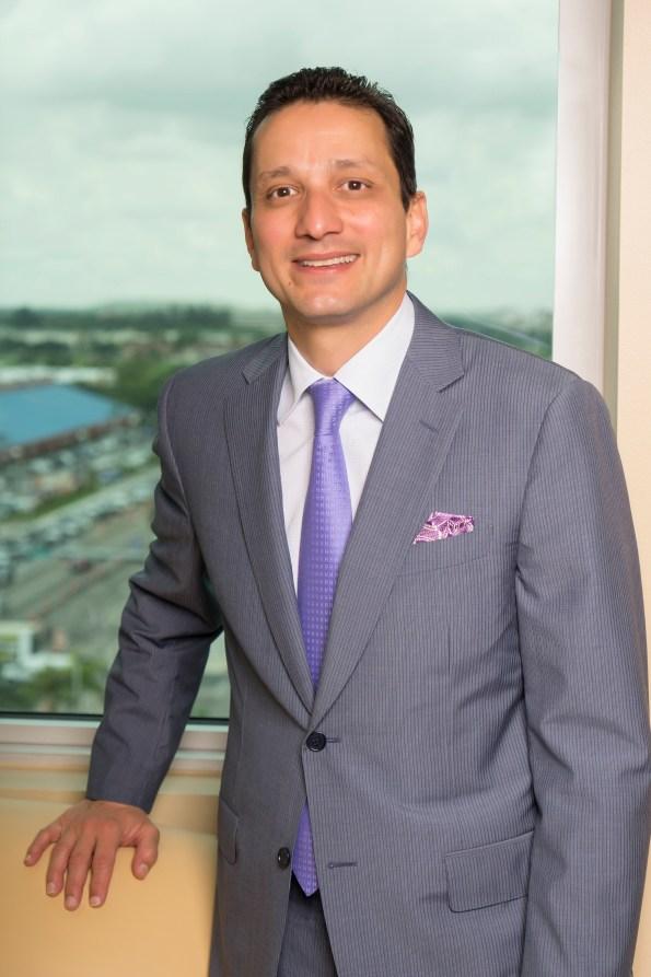 Carlos J. Dávila fue presidente y director ejecutivo del US Century Bank.
