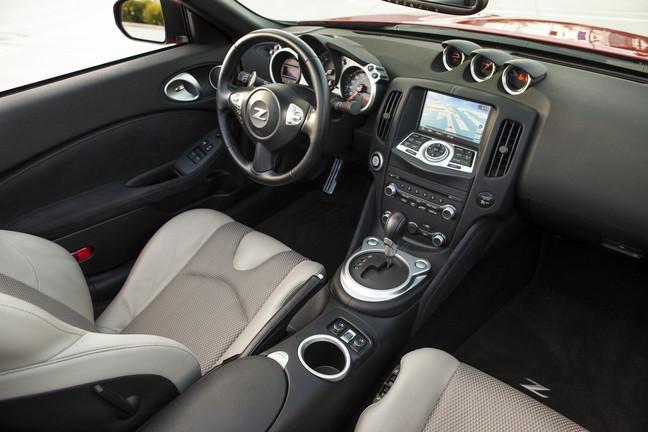 Nissan_2014_370Z_57
