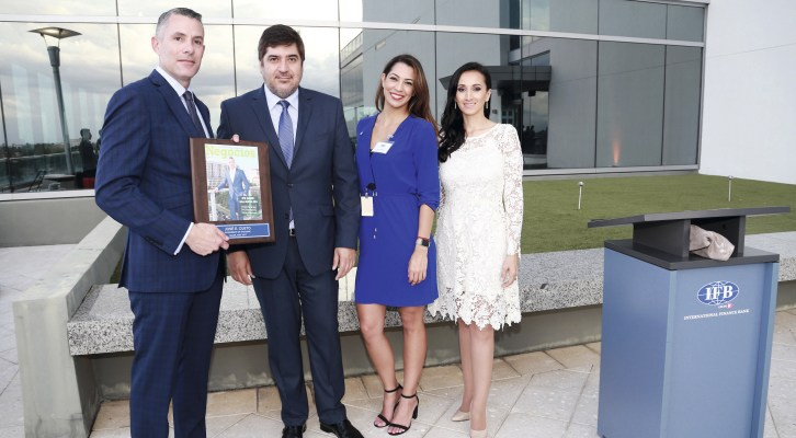NEGOCIOS MAGAZINE LANZÓ LA NUEVA PORTADA EN EL EDIFICIO DEL INTERNATIONAL FINANCE BANK