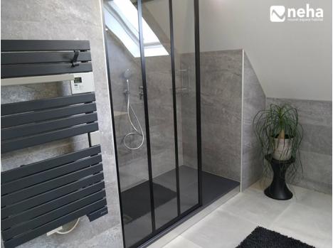 de bain gris avec meuble industriel bois