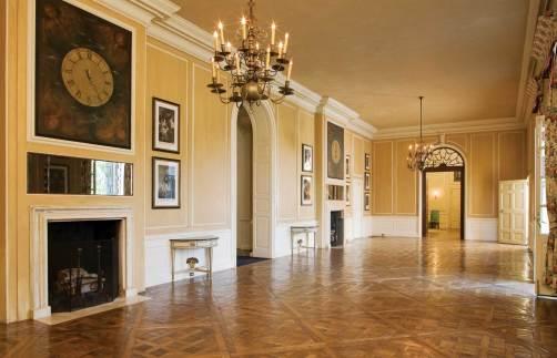 Parquet de Versailles flooring in the gallery.