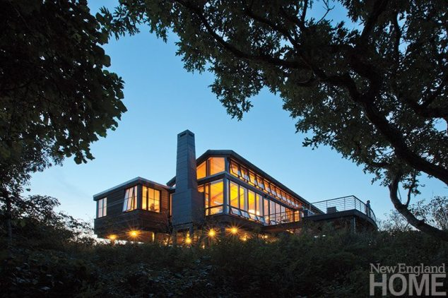 The house faces east, with expansive fenestration augmented by bands of windows that open to the Cape Cod breezes. The fierce prevailing winds stunt the trees to a height of about twelve feet, so Hutker Architects designed the house to perch just high enough to gaze out over the treetops.