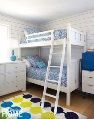 Bunk beds in a room with a beachy, unisex palette offer plenty of space for sleepovers.