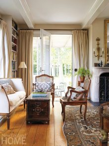 The living room is textbook eclectic, furnished with comfortable pieces from a wide array of periods, many from the Holland homes of Laverge-Schade's relatives.