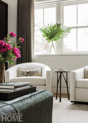 Roseff furnished the living room with textured neutrals, adding patterned pillows for visual interest.