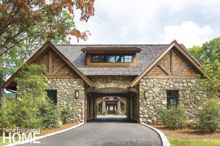 The driveway leads through a combined garage and guesthouse in the manner of a dogtrot, ending in a courtyard formed by the main house and its garages.