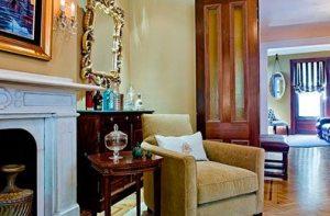 Linda Merrill: Tiny Tables, Big Style