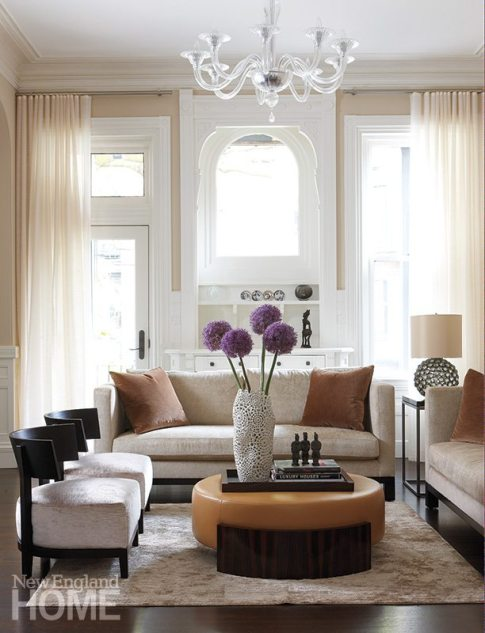 In the parlor, designer Meichi Peng chose transitional furniture with clean lines and comfort to suit both the room's rich architectural detail and the homeowners' modern sensibilities.