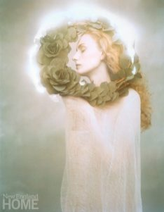 The glowing light around the model's head in Suzanne and Wreath (1986) was created with a laser.