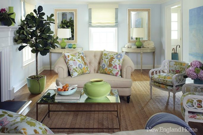 In the living room it's about duos: pairs of loveseats, chairs, demilunes and mirrors give symmetry to the long space.