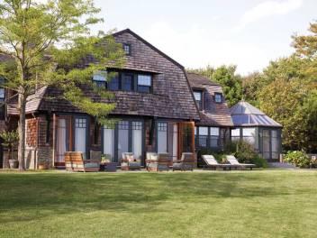 Architect Thomas Catalano designed the outdoor kitchen.