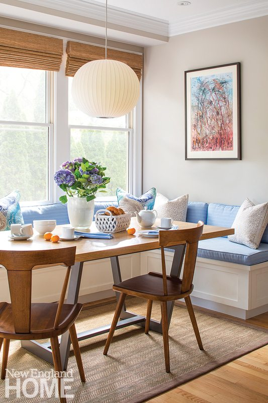 Designer Vani Sayeed outfitted this jaunty breakfast area with a built-in L-shaped banquette.
