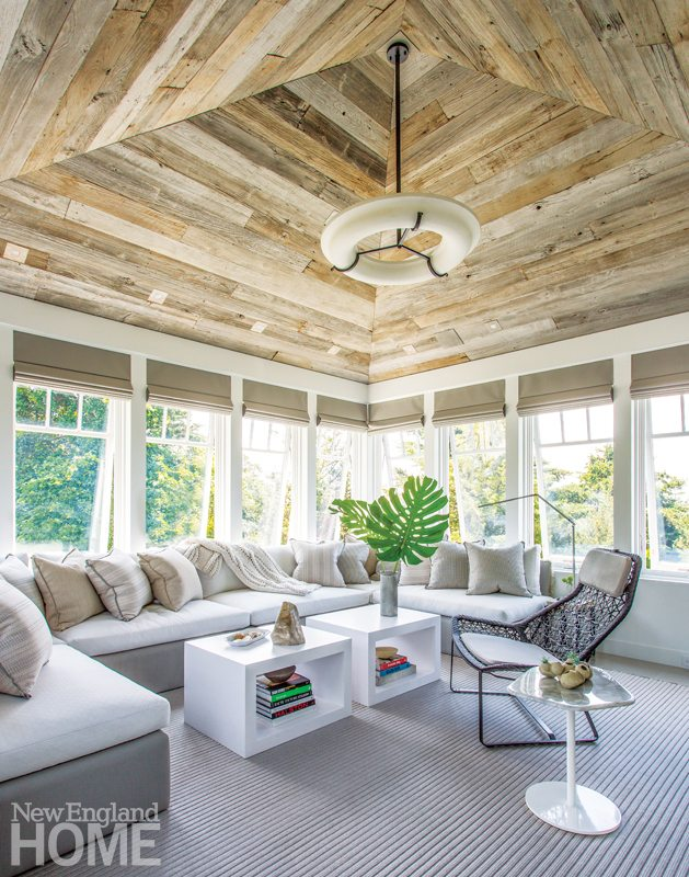 Hutker Architects Master Bathroom with Porch with Built-in Banquette
