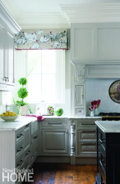 For contrast in the largely white kitchen, Caccoma painted the bases of the double islands a rich blue-black hue.