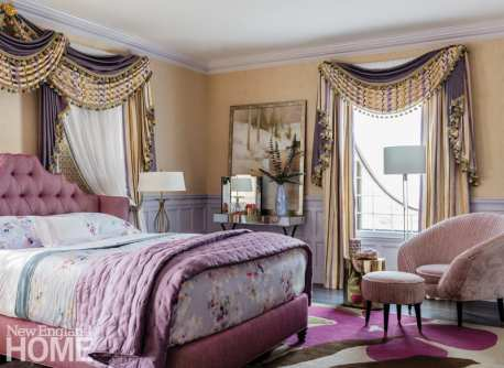 Bedroom in shades of purple and gold