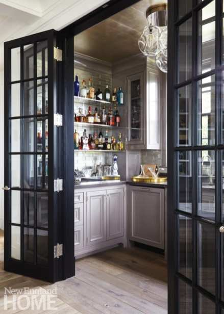 The walk-in bar visually expands the living room in a practical and appealing way.
