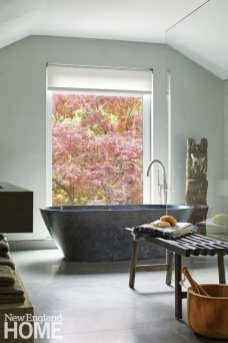 Mar Silver's Home bathtub