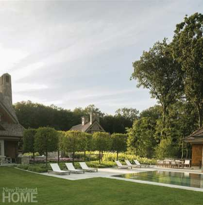 Lounges and pavers mimic the shape of the infinity pool, adding to a sense of calm and orderliness, while liriope and hydrangeas soften the space. Parker also planted various trees of differing heights throughout the property to blur the border between the domesticated landscape and woodlands beyond.