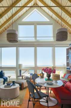 The couple forewent any major reconstruction, instead sprucing up interiors with paint, furnishings, and art, while orienting the layout around the generous ocean views.