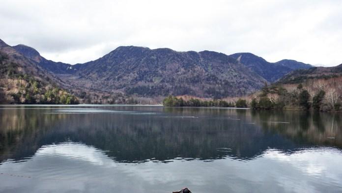 湯滝の上から見た湯ノ湖