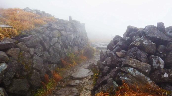 月山・鍛冶小屋跡の石垣