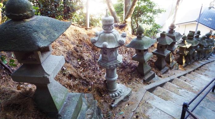 雲見浅間神社参道の灯篭