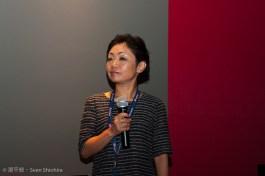 Frau Izumi bei der Fragerunde nach Swimsuit Wife
