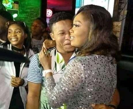 Mazi proposes to girlfriend